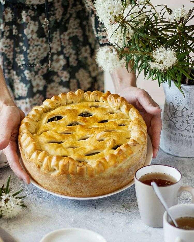 Щавель и яблоки: готовим вкусный пирог с двойной начинкой