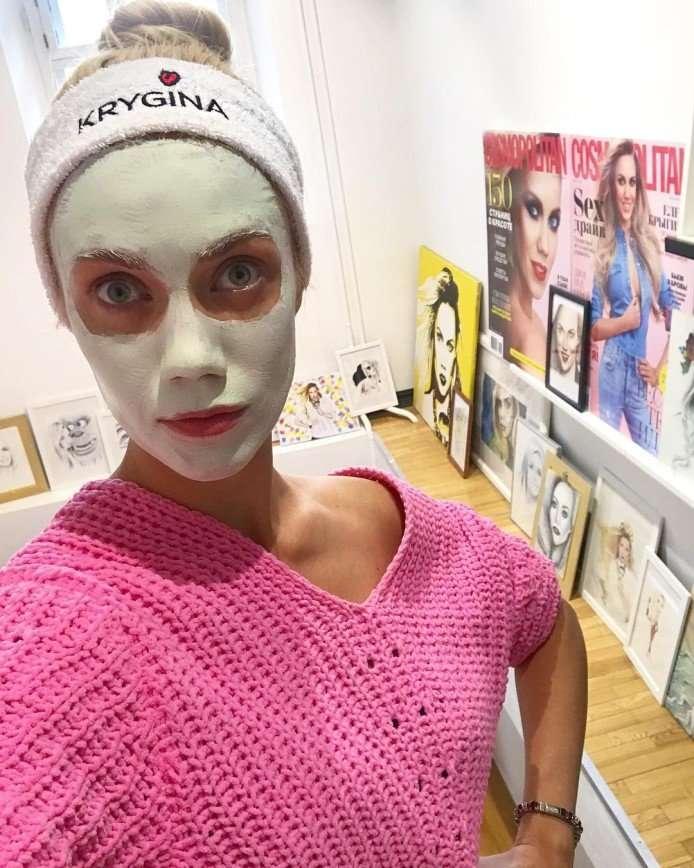 Елену Крыгину считают красивой даже в маске из фольги
