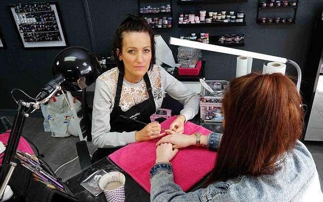 Новый тренд: беременные британки наносят на ногти результаты УЗИ